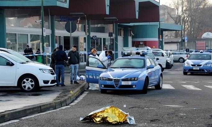 Hiện trường Anis Amri bị bắn chết sau khi đấu súng với cảnh sát ở Milan Ý Ảnh: THE GUARDIAN