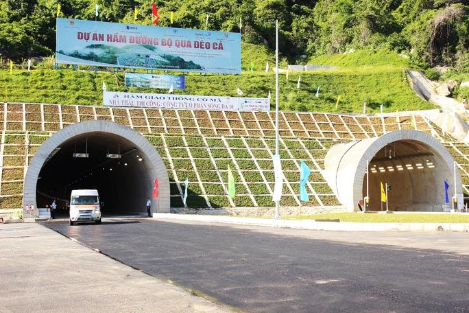 Hầm đường bộ qua đèo Cổ Mã vừa mới thông xe ngày 26-9