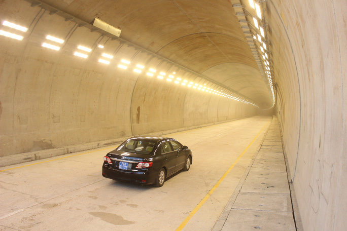 Dù đã thông xe nhưng hầm Cổ Mã chưa mở vì còn hoàn thiện thêm