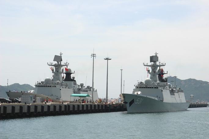 Tàu hải quân Trung Quốc cập Cảng Quốc tế Cam Rang