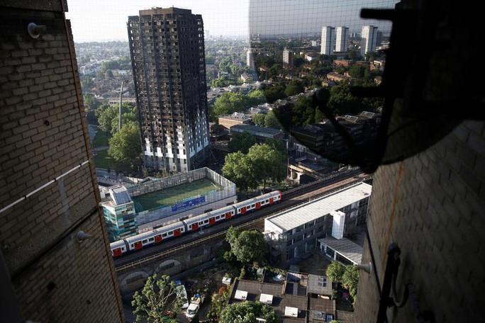 Vụ cháy ở London: Hơn 100 người có thể đã thiệt mạng - Ảnh 2.