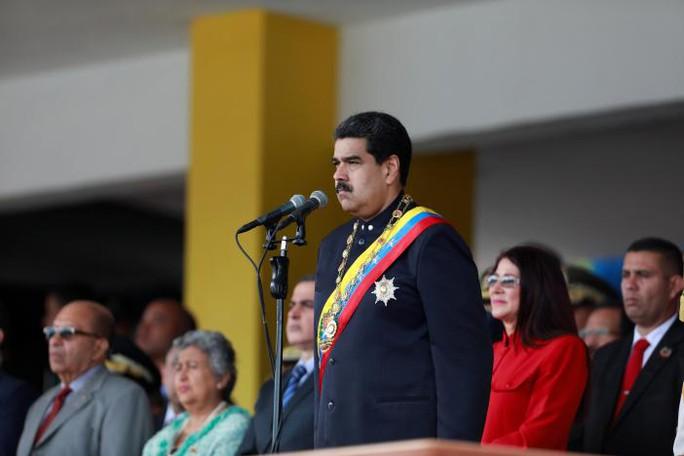 Venezuela: Người ủng hộ tổng thống xông vào quốc hội, đánh nghị sĩ - Ảnh 2.