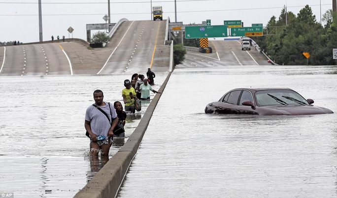 Mỹ xả đập cứu lũ cho Houston - Ảnh 6.