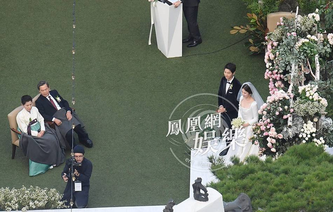 Song Hye Kyo và Song Joong Ki khoe ảnh cưới - Ảnh 3.