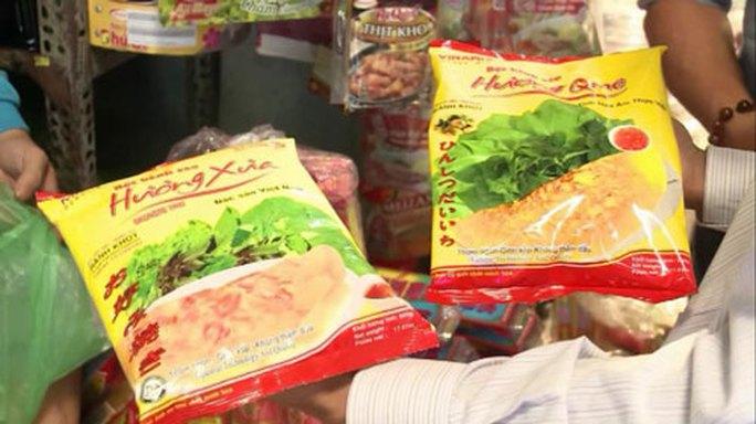 Kiểu dáng bao bì sản phẩm Bột bánh xèo Hương Quê của Công ty Vinamix chứa đủ các dấu hiệu của hành vi cạnh tranh không lành mạnh với Bột bánh xèo Hương Xưa của Công ty Intermix Ảnh: CTV