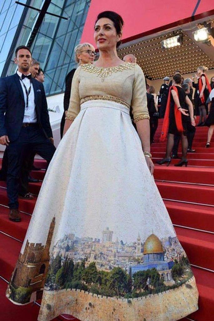 LHP Cannes 70: Nóng từ thảm đỏ - Ảnh 1.