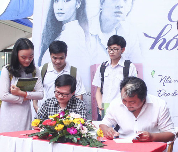 Nhà văn Nguyễn Nhật Ánh ra mắt ấn bản đặc biệt Cô gái đến từ hôm qua - Ảnh 1.