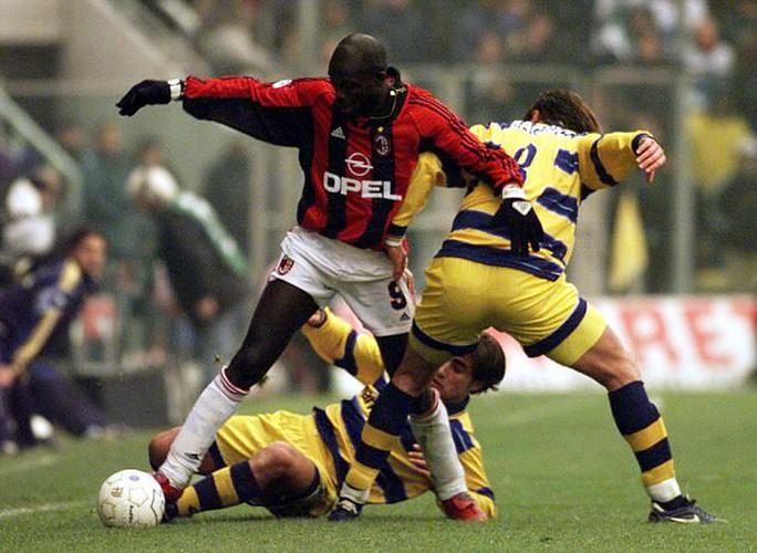 Cựu tiền đạo Chelsea và Milan dẫn đầu cuộc bầu cử tổng thống - Ảnh 2.