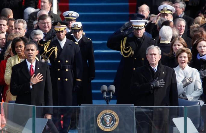 Tổng thống Barack Obama và cựu Tổng thống George W. Bush trong lễ nhậm chức năm 2009. Ảnh: NY Times