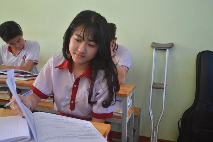 Hà Vi trong một buổi học