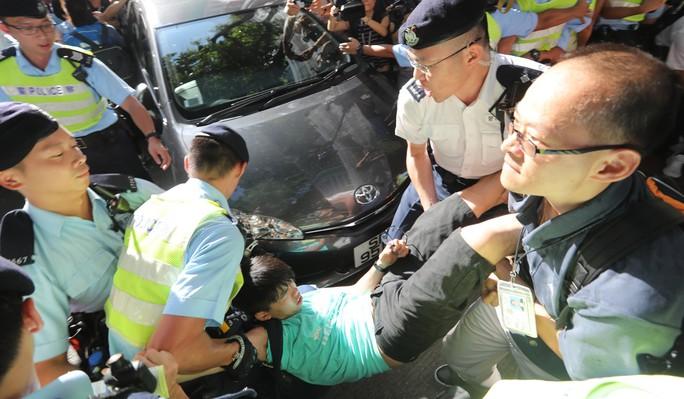 Hồng Kông có lãnh đạo mới, ông Tập cảnh báo cứng rắn - Ảnh 5.