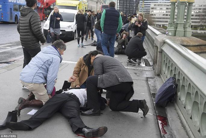 Trước đó, cây cầu từng xảy ra tấn công khủng bố