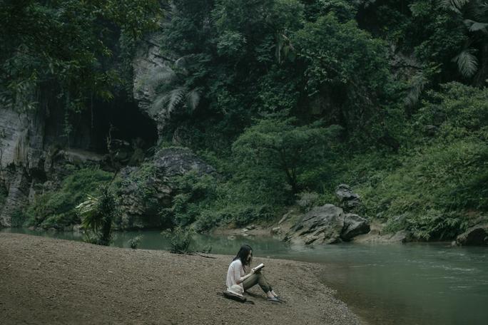Victor Vũ phô diễn vẻ đẹp Quảng Bình trong phim mới - Ảnh 1.