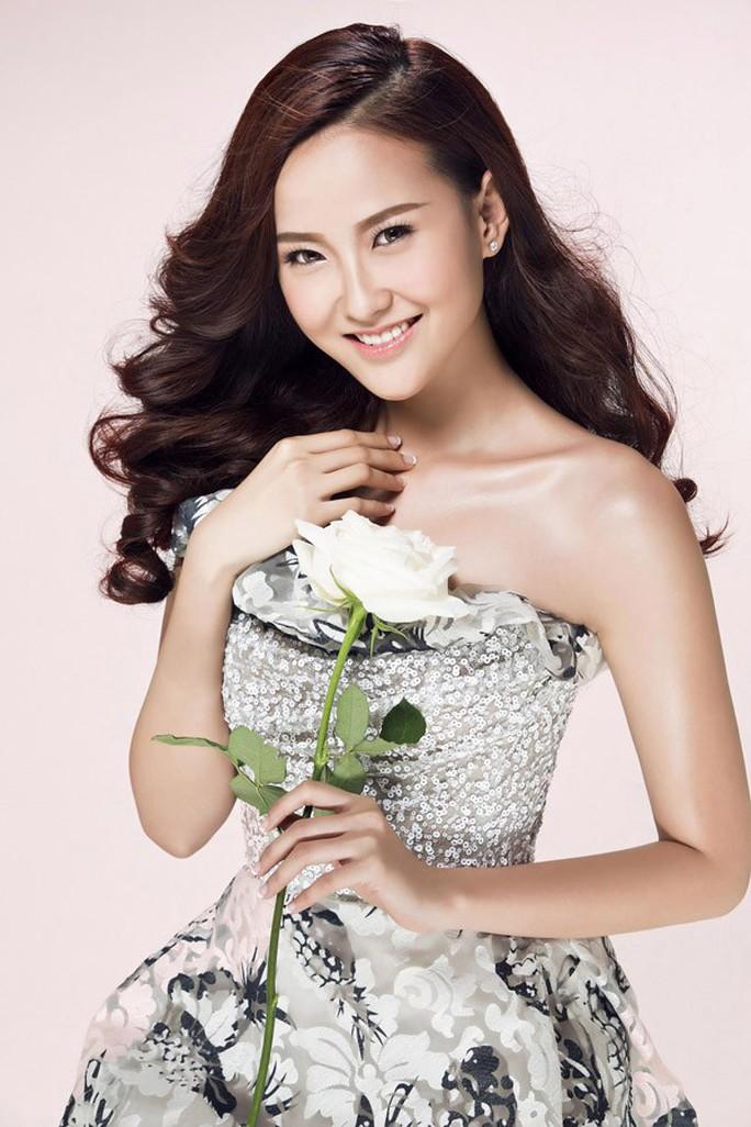 Hoa hậu Hoàn cầu Khánh Ngân tặng 200 triệu cho đồng bào Phú Yên  - Ảnh 1.