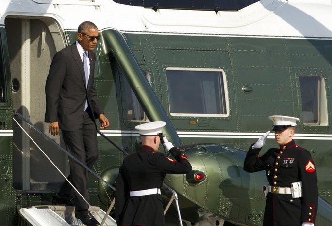 Tổng thống Obama tới căn cứ quân sự Joint Base Andrews tháng 11-2016. Ảnh: AP