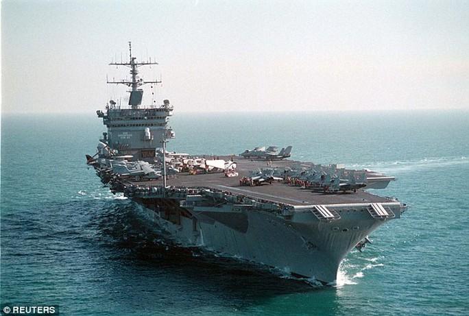Tên lửa mini thông minh có thể bắn ra từ tàu chiến. Ảnh: REUTERS