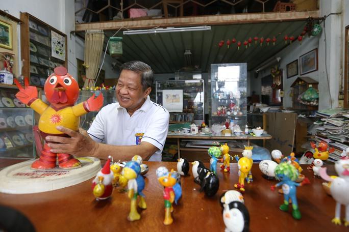 Nghệ nhân Nguyễn Thành Tâm (66 tuổi, quận Gò Vấp, TP HCM), được Trung tâm Sách kỷ lục Việt Nam ghi nhận là người tạo hình bằng vỏ trứng nhiều nhất vào năm 2010.