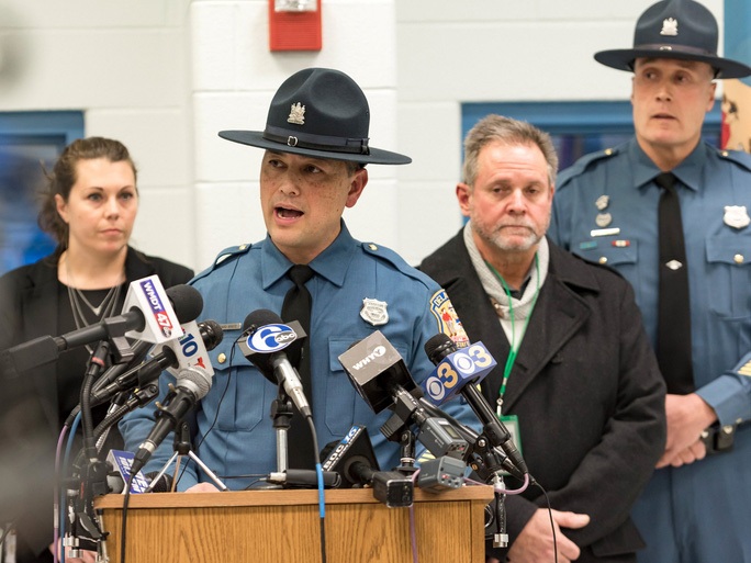 Phát ngôn viên cảnh sát bang Delaware Richard Bratz phát biểu tại họp báo. Ảnh: REUTERS