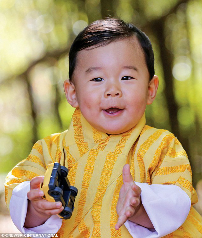Biểu cảm đáng yêu của hoàng tử Bhutan. Ảnh: YELLOW