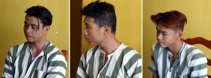 Cương (bìa trái) và 2 đồng phạm.