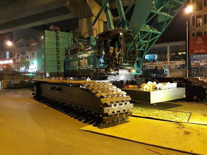 Cẩu sắt 250 tấn được huy động phục vụ cẩu đầu tàu