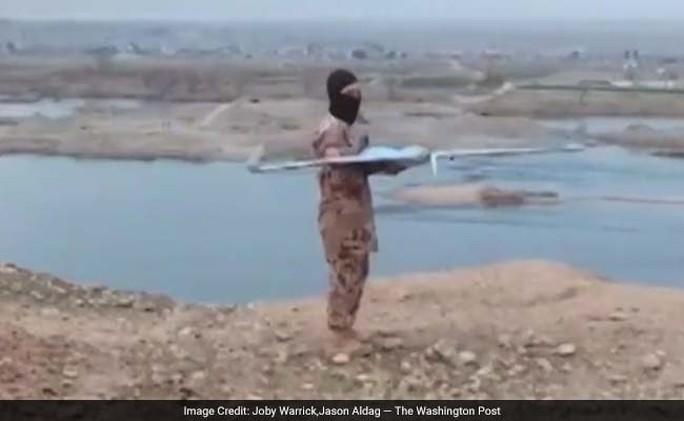 UAV cỡ nhỏ đang là phương tiện phổ biến được các nhóm khủng bố, đặc biệt là IS, sử dụng trên chiến trường. Ảnh: THE WASHINGTON POST