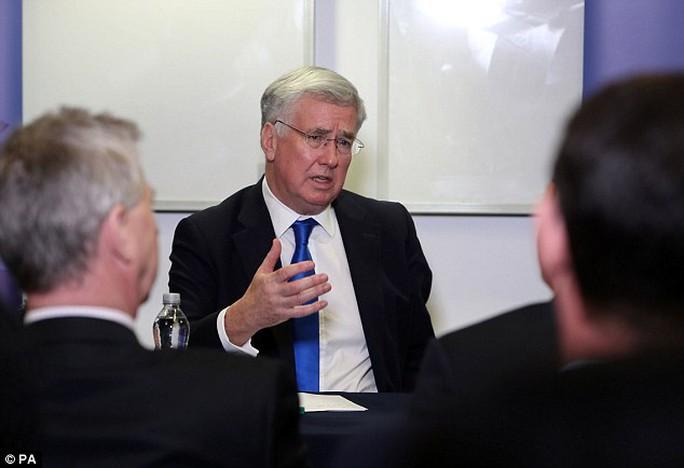 Bộ trưởng Quốc phòng Anh Michael Fallon. Ảnh: PA