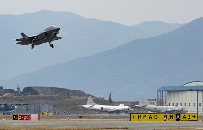 F-35B cất cánh từ căn cứ tại Nhật Bản để tham dự cuộc tập trận chung giữa Mỹ và Hàn Quốc ngày 23-3. Ảnh: YONHAP