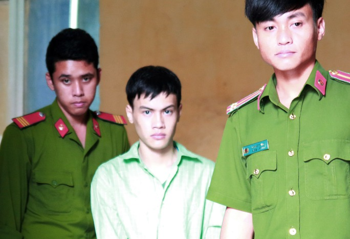 Nguyễn Văn Lực được áp giải sau phiên tòa.