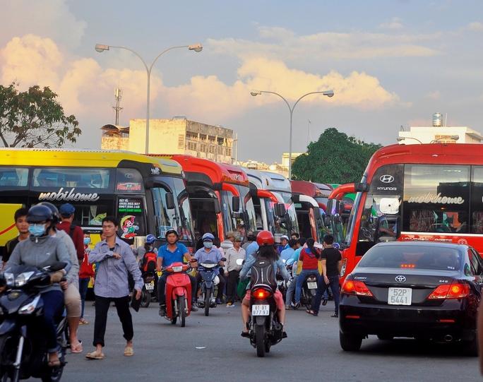 Khách đi các tỉnh dịp lễ 30-4 qua Bến xe Miền Đông (quận Bình Thạnh) dự báo tăng 3% so với năm 2016.