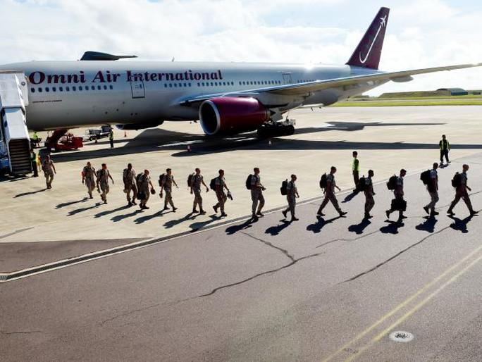 Lính thủy quân lục chiến Mỹ tới TP Darwin – Úc hôm 18-4. Ảnh: NEWS CORP AUSTRALIA