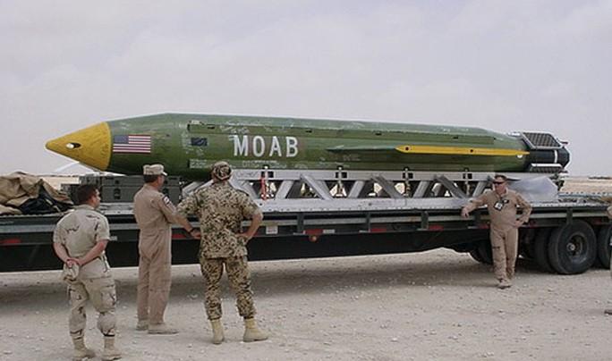 """Massive Ordnance Air Blast (MOAB – còn gọi là """"Mẹ của các loại bom"""") của quân đội Mỹ. Ảnh: PINTEREST"""