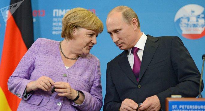 Ông Putin (phải) hội đàm với bà Merkel hôm 2-5. Ảnh: SPUTNIK