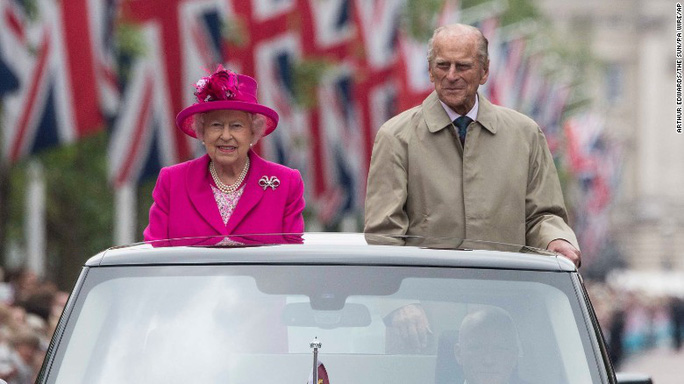 Thái tử Philip và Nữ hoàng Elizabeth II. Ảnh: AP