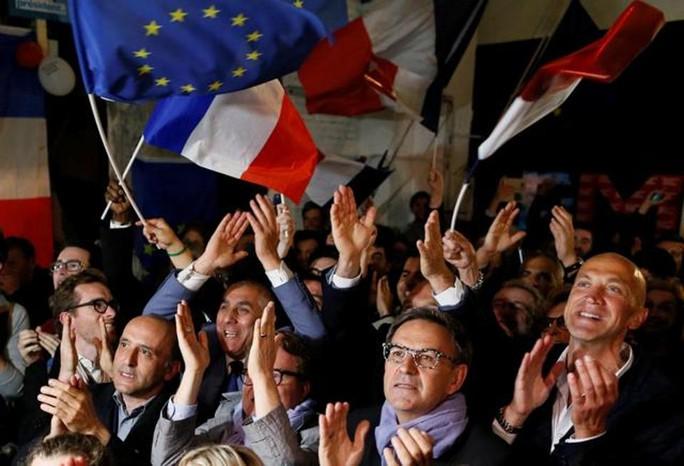 Ông Macron thắng cử tổng thống Pháp - Ảnh 4.