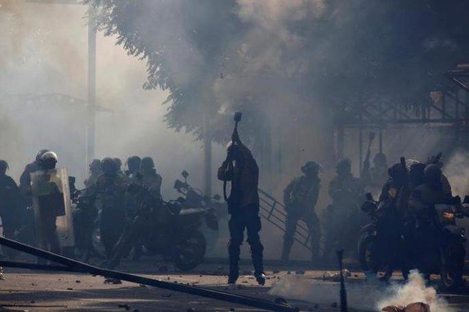 Venezuela: Biểu tình chống tổng thống, một người bị thiêu sống - Ảnh 1.