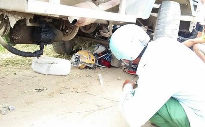 Xe công nông tông, đè nghiến xe chuyên dụng CSGT - Ảnh 1.