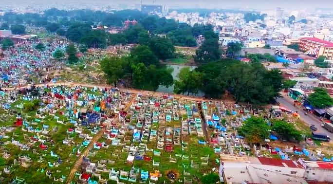 Gần 2.000 ngôi mộ ở Nghĩa trang Bình Hưng Hoà không ai đến nhận - Ảnh 1.