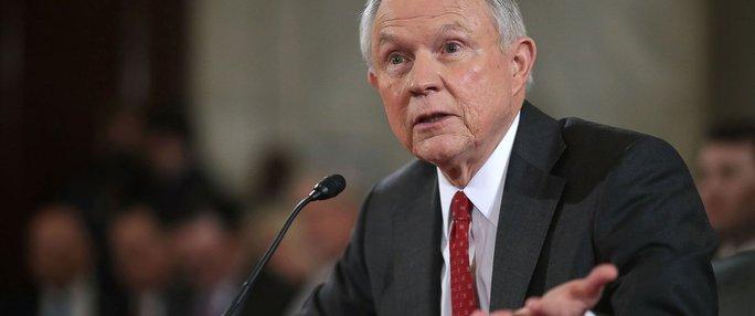 Ông Donald Trump liên tục trách cứ Bộ trưởng Tư pháp - Ảnh 1.