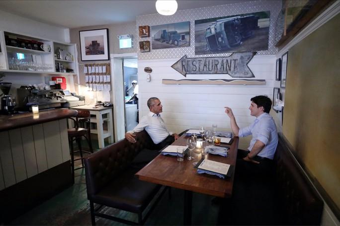 Đi nhà hàng với thủ tướng Canada, ông Obama gây sốt - Ảnh 1.