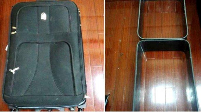 Trung Quốc: Bị bắt vì mang lên máy bay 2 vali làm bằng cocaine  - Ảnh 1.