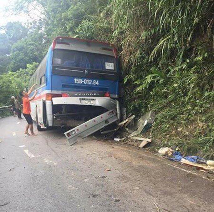 Tai nạn 2 người tử vong ở Tam Đảo: Tài xế cố tình tông vào vách núi - Ảnh 1.