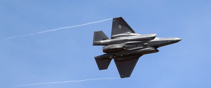 """Lái """"Tia chớp"""" F-35, phi công bị """"giảm oxy máu"""" - Ảnh 1."""