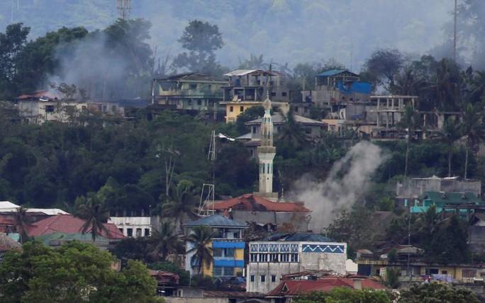 Phiến quân thân IS xông vào trường học ở Philippines - Ảnh 1.