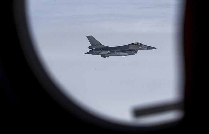 NATO nói lại vụ chiến đấu cơ bị tiêm kích Nga xua đuổi - Ảnh 1.