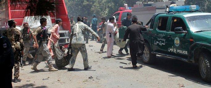 Đi lãnh lương bị đánh bom, 89 người thương vong - Ảnh 1.
