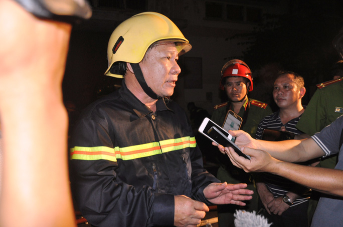 Toàn cảnh vụ cháy kinh hoàng nhà kho ở quận 4 - Ảnh 2.