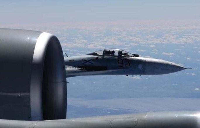 Công bố bức ảnh đầu tiên máy bay Nga – Mỹ chạm trán sát rạt - Ảnh 1.