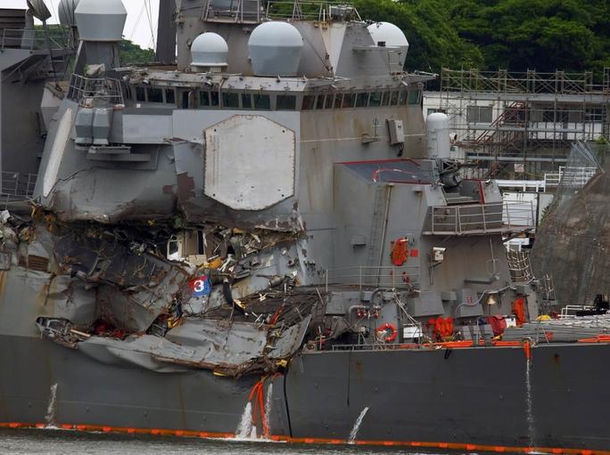 Quyết định đau đớn trên tàu chiến Mỹ bị va chạm - Ảnh 1.