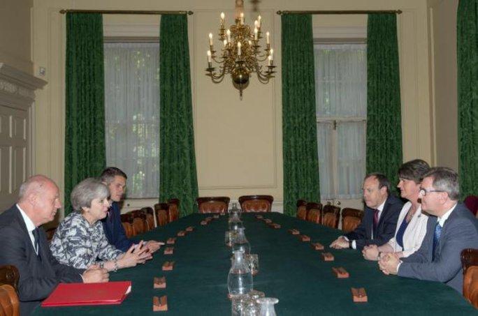 Thỏa thuận đắt giá gần 1,3 tỉ USD của thủ tướng Anh - Ảnh 1.